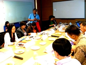 Baste welcomes the PH EITI group at the SPEX head office in Alabang.