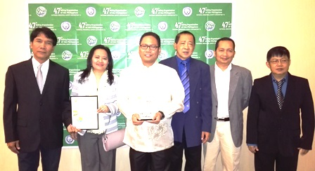 Receiving the awards for Shell Philippines Exploration, B.V. (SPEX) are [from left to right] JD Naungayan, Onshore Gas Plant (OGP) Operations Team Leader, Lennie Ramirez, Occupational/Health Adviser and Archie Chua, OGP Operations Engineer and one of the winners of SOPI Outstanding Safety Practitioner for 2014. With them are Engr. Eduardo Reyes, OSH Consultant and SOPI Awards Committee Chairman, and SOPI committee members Engr. Gilbert Rafer from Moog Controls and Fidel T. Pajinag from Central Azucarera Don Pedro, Inc.