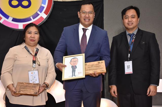 SPEX GM Don Paulino together with PIChE CAMANAVA President Elen Perlado(left) and PIChE National President Jonathan Aquino(right)